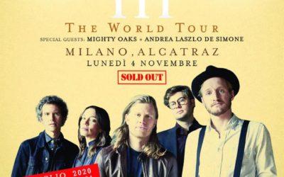 Andrea Laszlo De Simone sul palco con The Lumineers